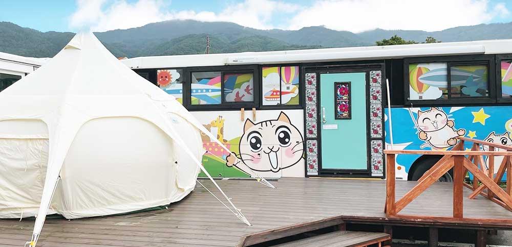泊まれるバス:グランピングテント